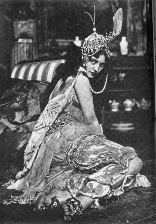 Ida Rubinstein in the Ballets Russes production of Schéhérazade, 1910.